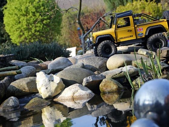 Traxxas Bronco in Quickborn(Glashaus)  und Traxxas 313mm mit Landy Defender Umbau