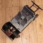 Eigenbau-Chassis mit aufgesetzter Bodenplatte der Innenausstattung