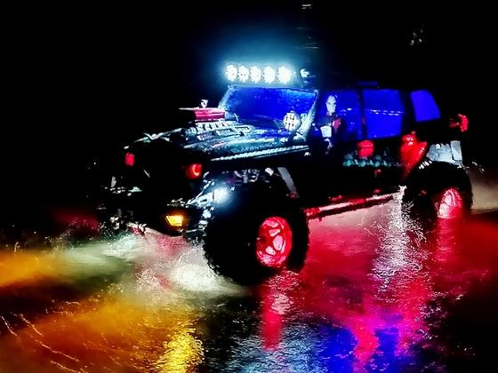 NightCrawll - Wasserspiegelung mit Partylicht :-)