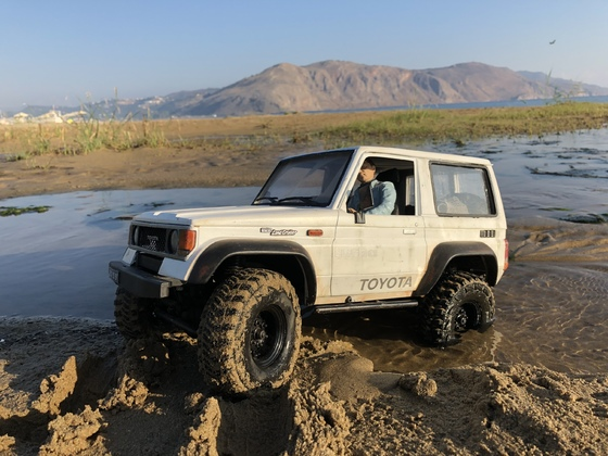 Water crossing Toyota LJ70