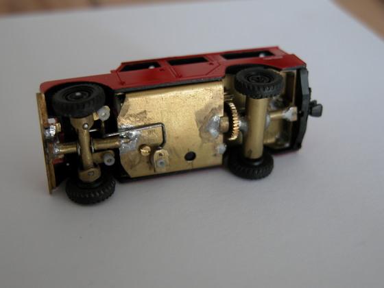 Land Rover 109, Unterseite mit Lenkgestänge