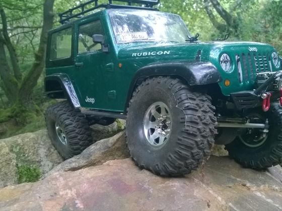 SCX10 Jeep Rubicon beim Kraxeln im alten Steinbruch