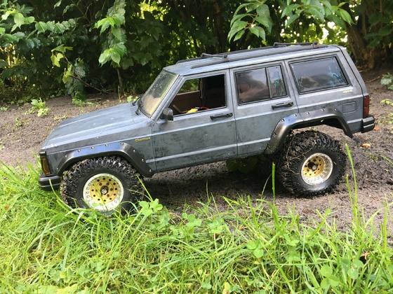 Cherokee Xj auf Scx10 2 Chassis