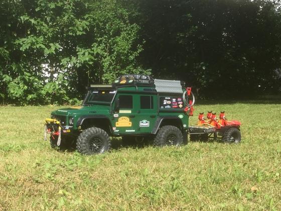 TRX–4 Defender mit Anhänger