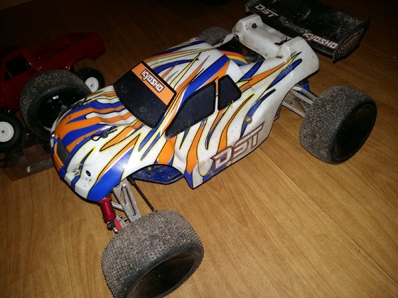 Kyosho DST mit Monstertronic Booster Max
