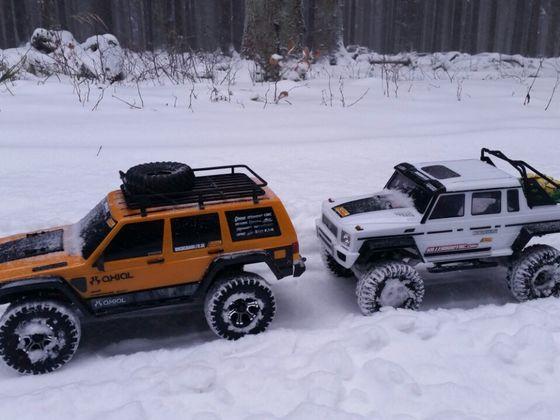 Die beiden anderen Axial im Schnee