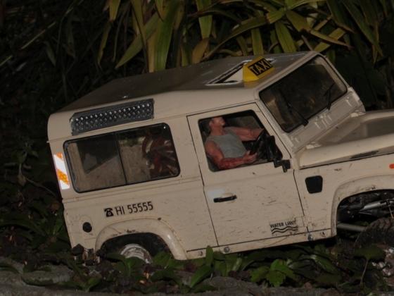 taxi mit sonderrechten und dementsprechender warnhinweisfolie bei night :)