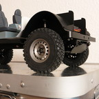 Eigenbau-Chassis mit Rammschutz für die Lenkung